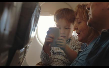 He has good flight grandparents phone - Stock Video