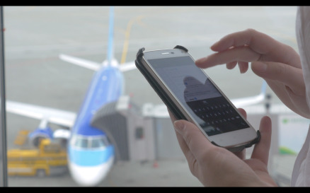 Messaging on phone in the airport - Stock Video