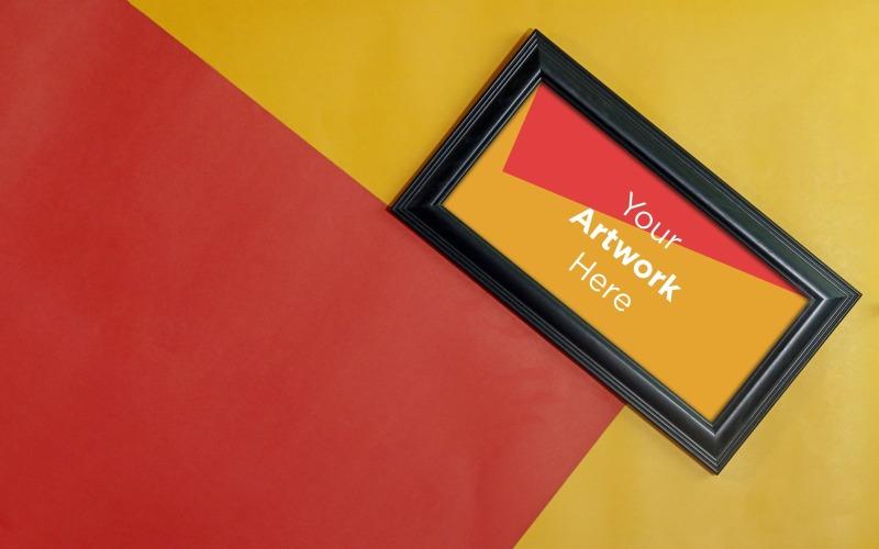 Деревянная рамка с цветным бумажным фоном макет продукта