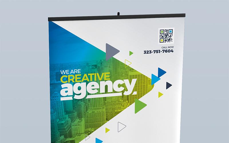 Цифровые вывески: сворачиваемый внутренний баннер, рекламный щит, вывеска магазина, доска местоположения и набор шаблонов дизайна рекламных стоек